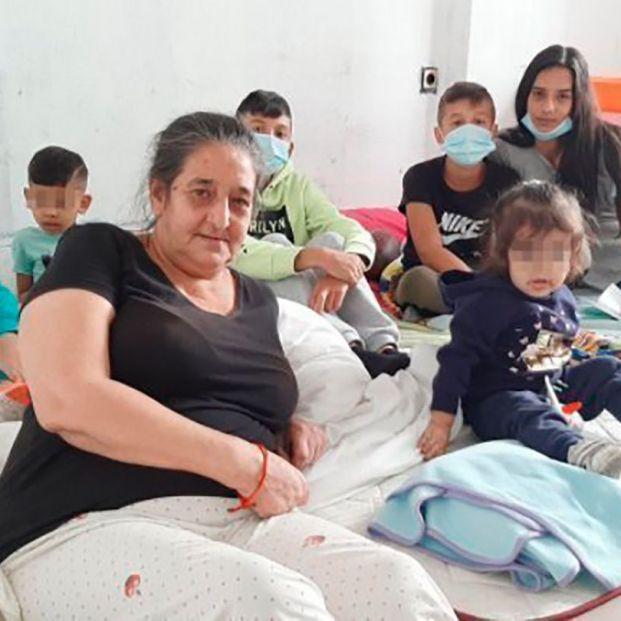 Ola de solidaridad ciudadana para evitar que una abuela se quede en la calle con sus cinco nietos