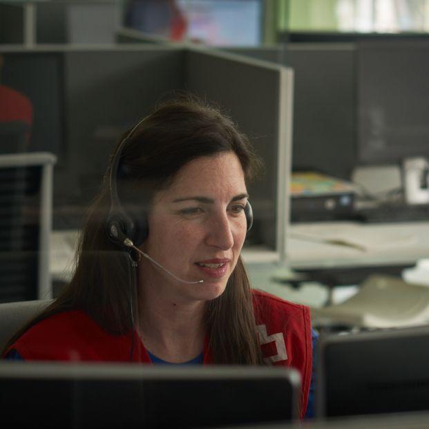 El 68% de las llamadas al servicio de apoyo psicosocial de Cruz Roja en la crisis son de mujeres. Foto: Europa Press