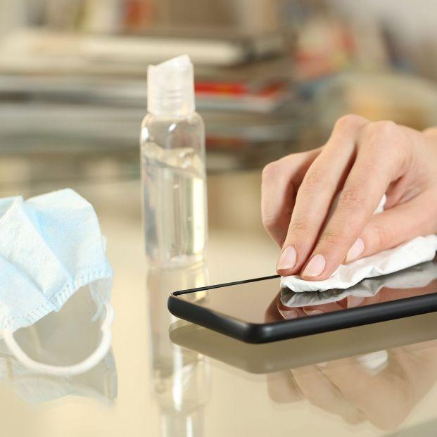 Cómo limpiar y desinfectar el móvil correctamente