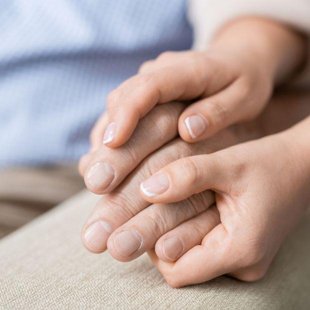 El significado de las marcas blancas que aparecen en las uñas