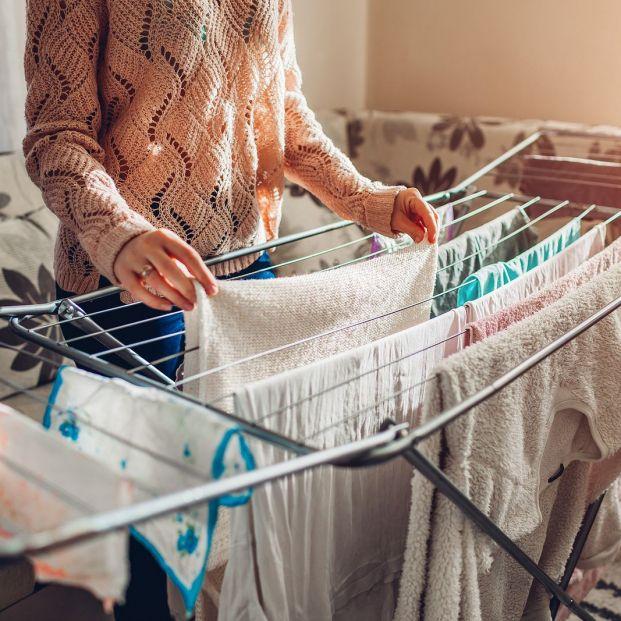 Trucos para secar la ropa dentro de casa y que no huela a humedad