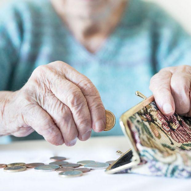 Hoy se celebra el Día de la Erradicación de la Pobreza, que afecta a más de 1,3 millones de mayores