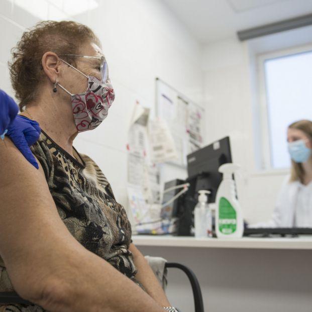 ¿Quién debe vacunarse de la gripe en España?