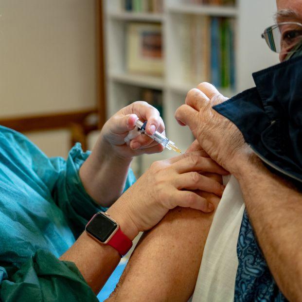 ¿Cuánto tarda la vacuna de la gripe en generar anticuerpos?