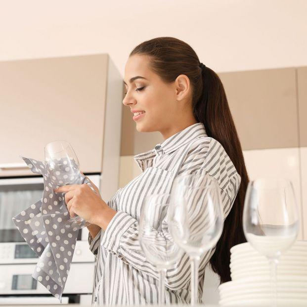 El truco definitivo para lavar las copas de vino sin que queden manchas