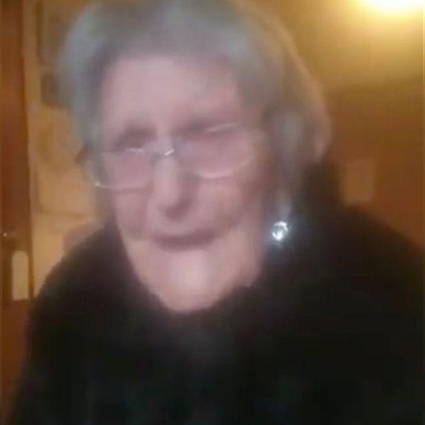 El desgarrador vídeo de una anciana de 104 años pidiendo que le dejen ver a su familia