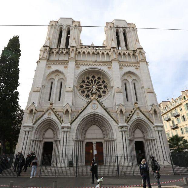 Tres muertos, entre ellos una mujer decapitada, en un ataque terrorista en una iglesia de Niza