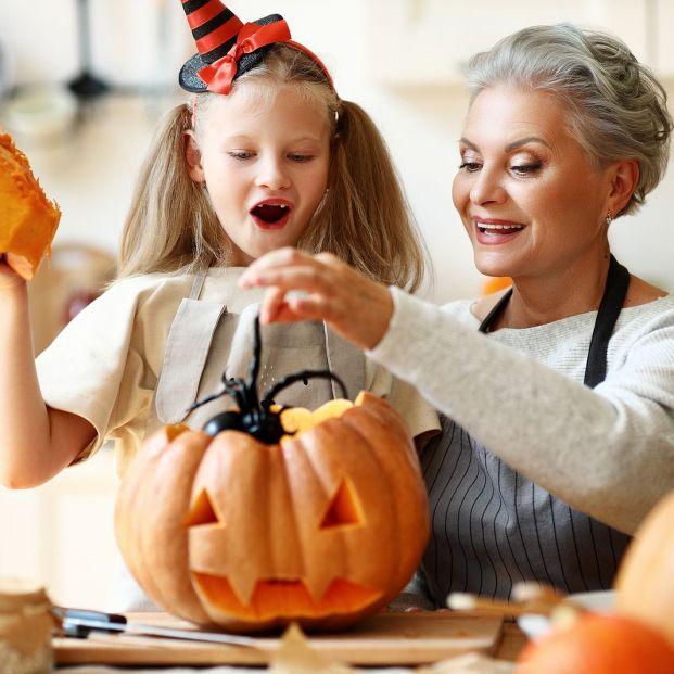 Pasos a seguir para hacer una calabaza de Halloween con tu nieto