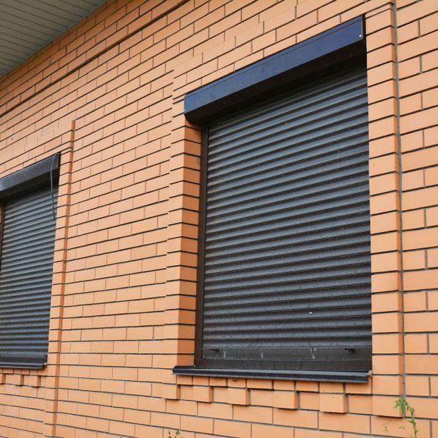 Limpiar las persianas por fuera… ¡de un sexto piso!
