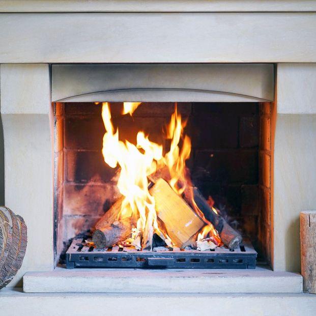 Trucos para una chimenea perfecta: rejillas relucientes, cenizas sin polvo y cómo reavivar el fuego