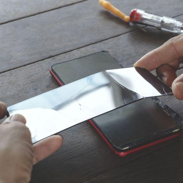 Cuidado si llevas tu móvil a reparar: la Policía alerta de la última ciberestafa
