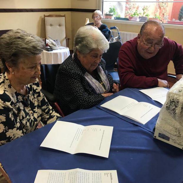 Un programa de radio realizado por los mayores de una residencia, galardonado en los Premios Ondas
