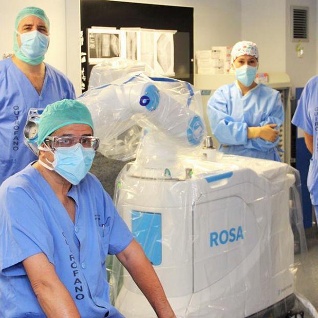 Realizan los primeros implantes de prótesis de rodilla con cirugía robótica en España