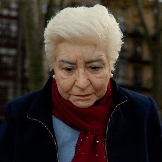 Mercedes la escultura que denuncia la invisible soledad de los mayores sigue recibiendo premios