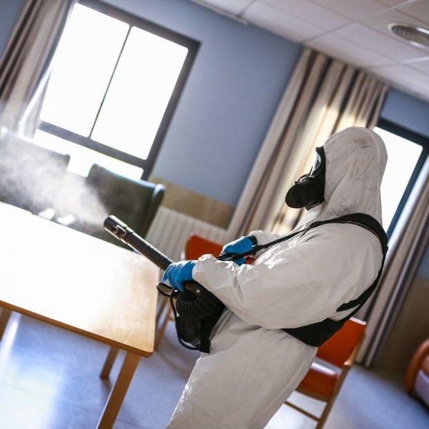 EuropaPress 3407563 desinfectan forma integral fin semana residencias mayores san fernando