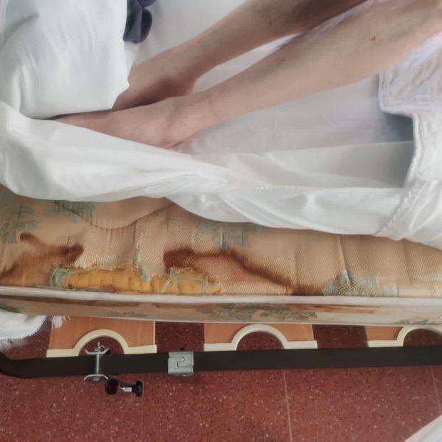 """Denuncian el """"total abandono"""" de los mayores en una residencia gallega con 95 casos de coronavirus"""