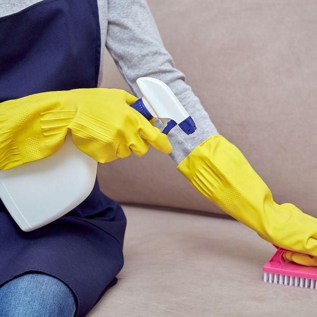 ¿Cómo limpiar la tapicería del sofá?