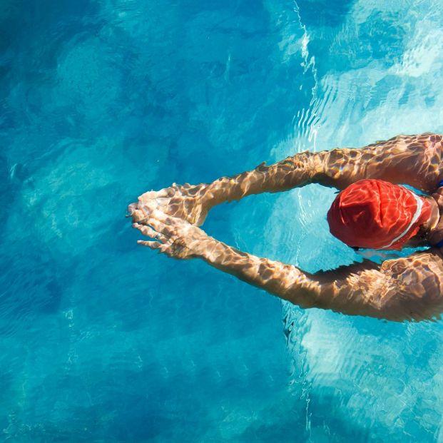 Mantén la piscina de tu vivienda todo el año en buen estado con estos consejos (big stock)