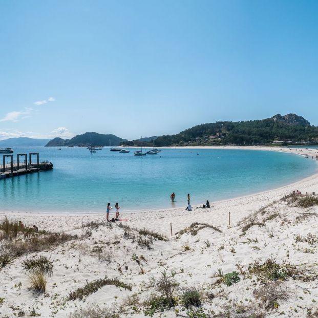 Autorización visitar parque de las islas atlánticas gallegas:  Playa De Rodas (bigstock)