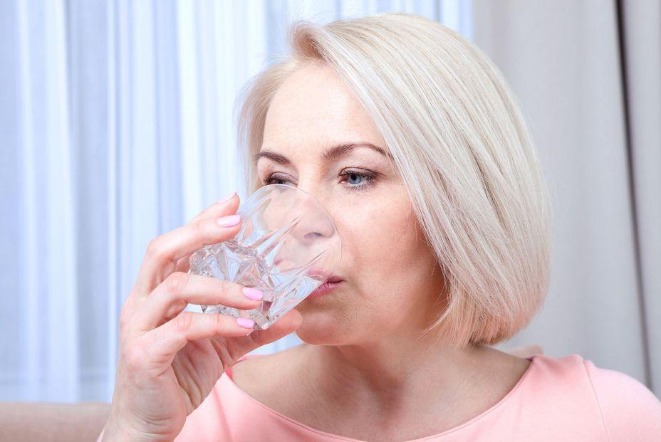 Beber agua tiene unos beneficios de puede que no conozcas