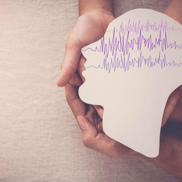 Diseñan un auricular que predice las crisis epilépticas