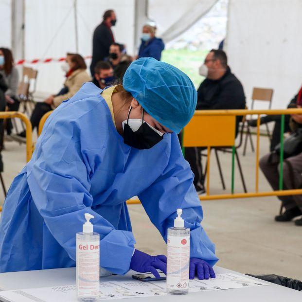 Sanitarios advierten de los peligros de realizar test de antígenos generalizados