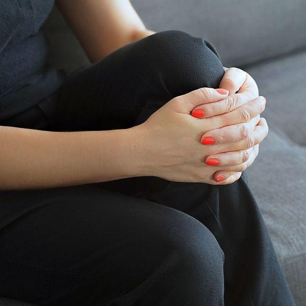 Qué es el Síndrome de las Piernas Inquietas y a quién afecta (Bigstock)