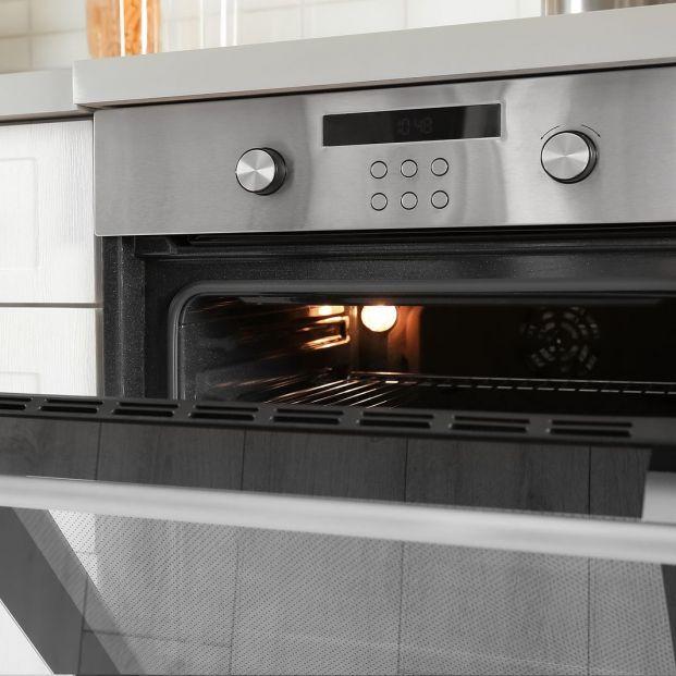Limpiar el horno sin casi enterarnos es posible