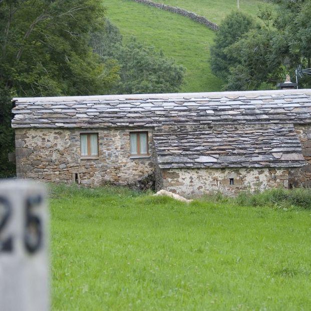 Cabaña pasiega típica del valle de Pas (bigstock)