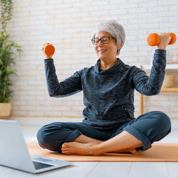 Rutina de ejercicios para hacer en casa, según la OMS