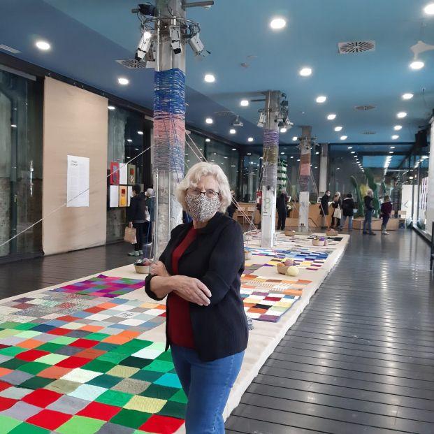 Manuela Carmena presenta su último proyecto, Ovillo Común, tejido durante el confinamiento