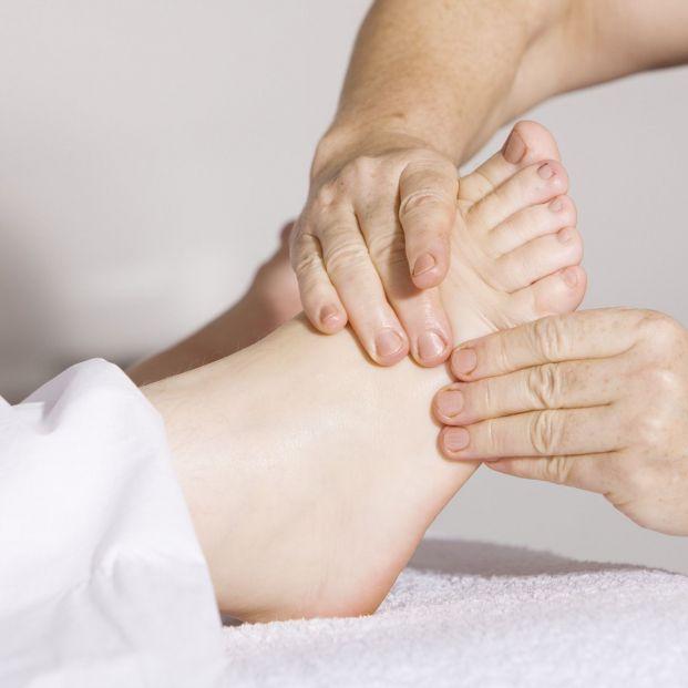 Ejercicios y masajes de fisioterapia ayudan a lograr un mejor apoyo que reduzca el riesgo de caídas (Creative commons)
