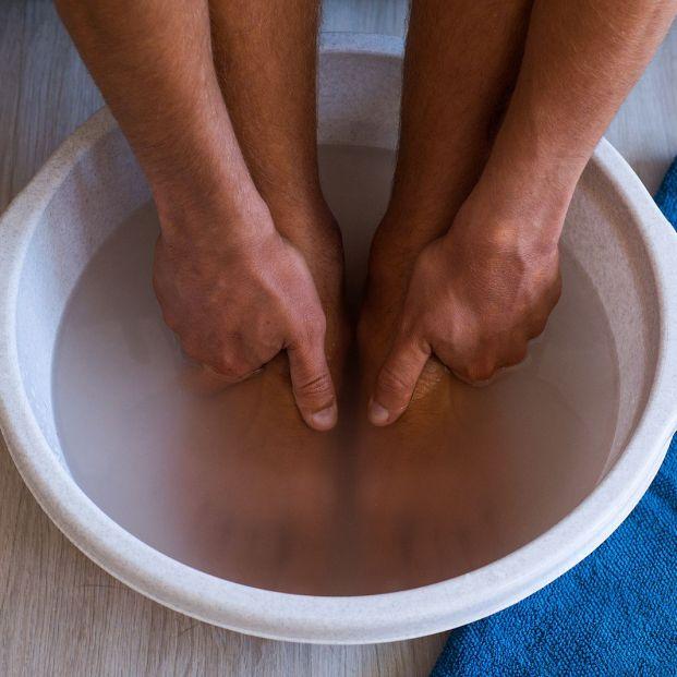 Tomates o ajo: remedios caseros para acabar con las durezas y callos en los pies. Foto: bigstock