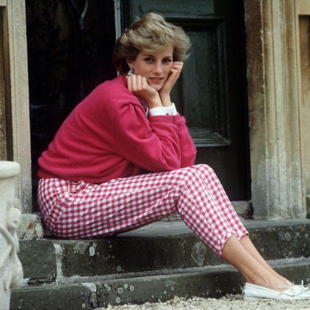 Los 'looks' más icónicos de Diana recreados en 'The Crown' y que puedes encontrar en las tiendas Foto: National Geographic / Europa Press