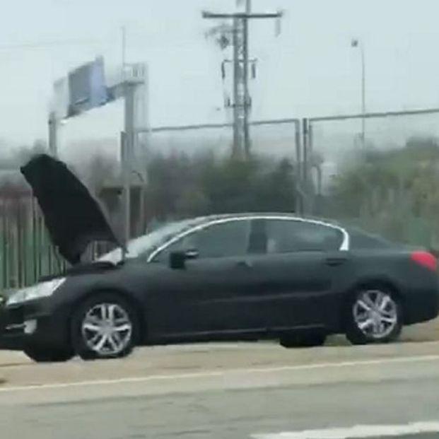Este coche averiado puede esconder un radar de tráfico