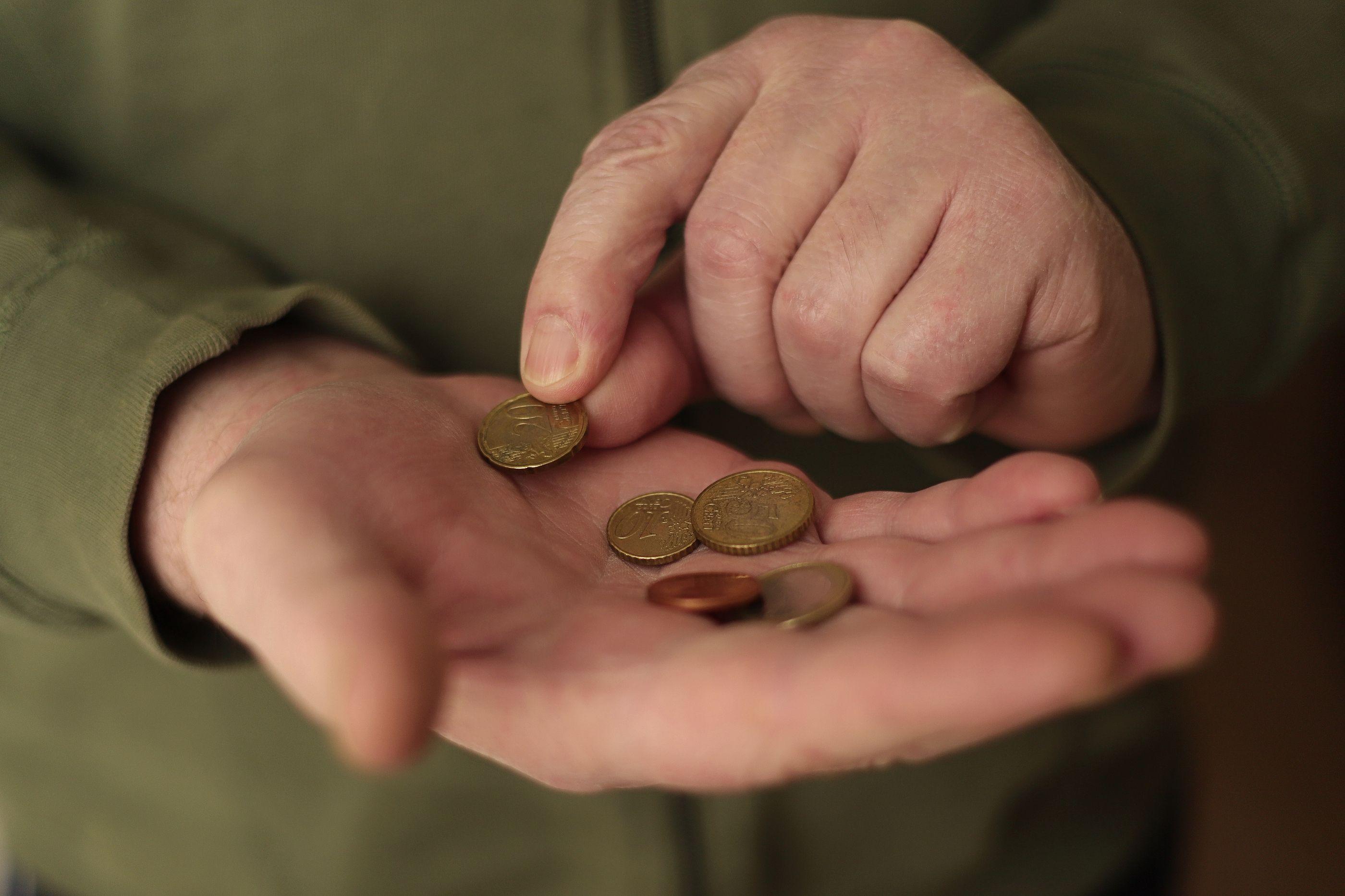 Otra sentencia reconoce a un jubilado el derecho a cobrar el complemento de maternidad en su pensión