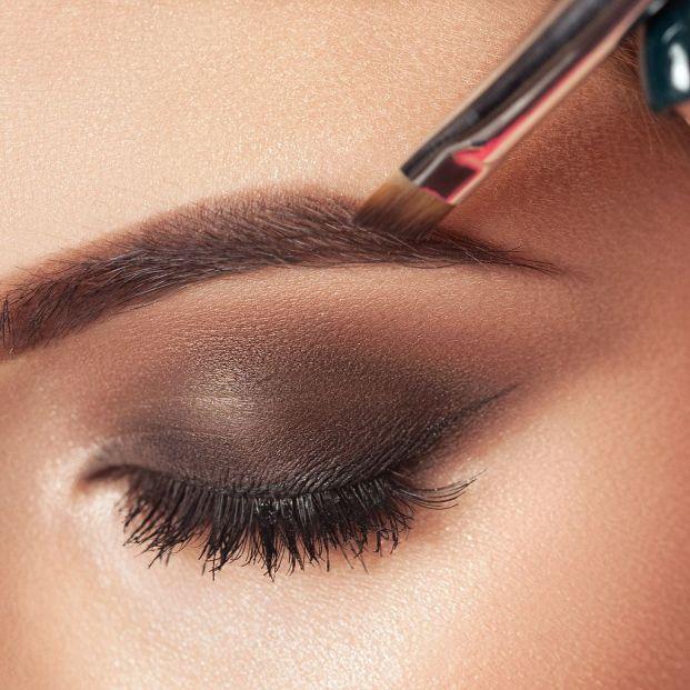 Cómo maquillar tus cejas para que vuelvan a tener densidad y le quiten años a tu mirada Foto: bigstock