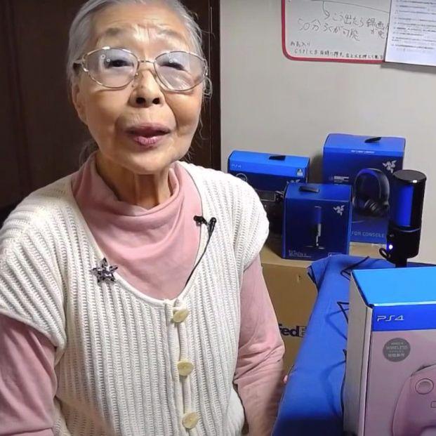 Una abuela gamer y youtuber de 90 años entra en el Libro Guinness de los Récords