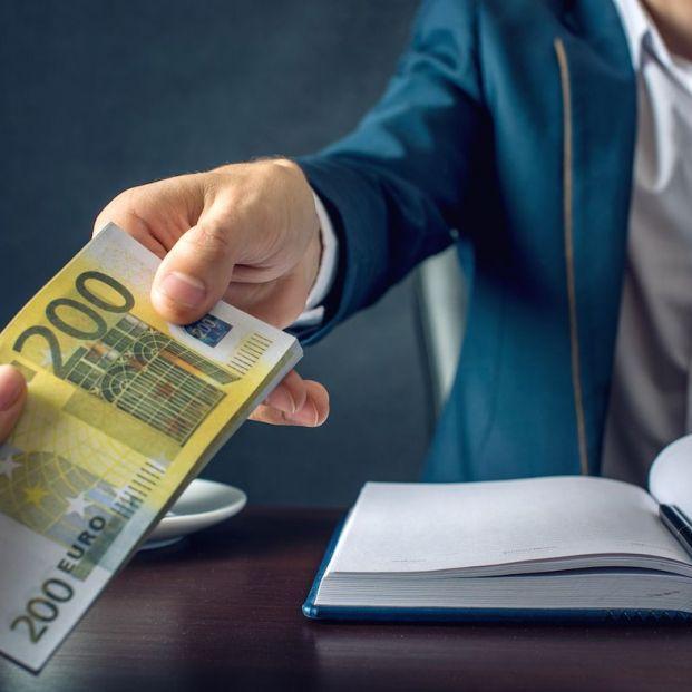 Los bancos colocan fondos de alto riesgo a pensionistas para ingresar más comisiones (Bigstock)