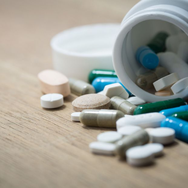 Bote de medicamentos (bigstock)