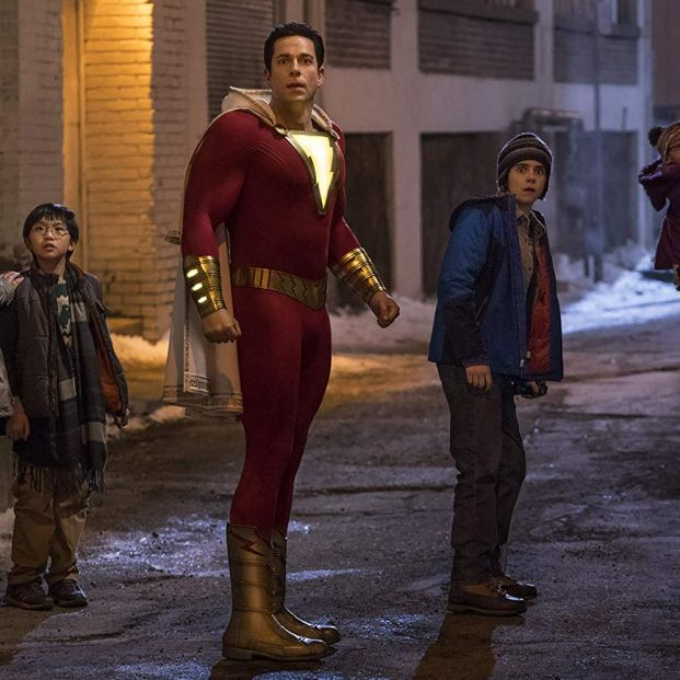 Zachary Levi en una escena de Shazam, film que homenajea a los superhéroes desde la comedia (DC Entertainment:Warner Bros.)