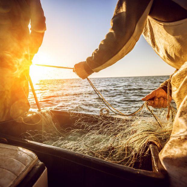 Carrefour firma el primero de los 12 acuerdos con el sector pesquero para 2021