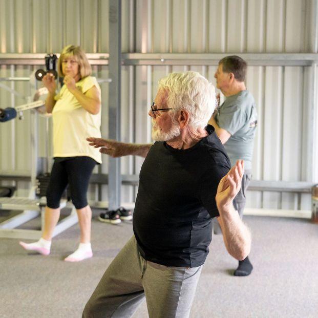 Mejora tu equilibrio con estos ejercicios para mayores