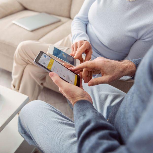 Las pantallas de los móviles pueden contener hasta seis tipos de bacterias peligrosas