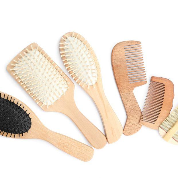 Desinfectar los peines o cepillos del pelo es necesario