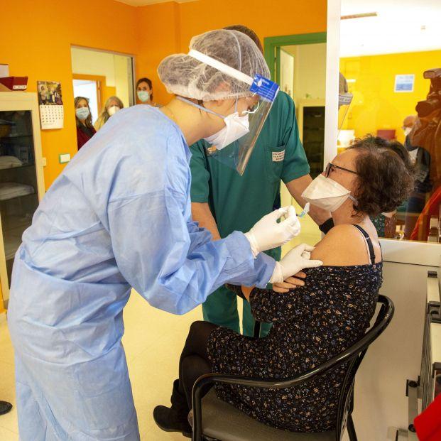 Gran efectividad de las vacunas en residencias: evitan el 97% de las muertes por Covid