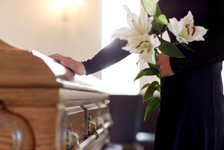 ¿Cuándo causa un fallecido pensión de viudedad? foto bigstock