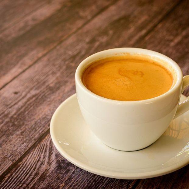 ¿Cuánto café es saludable tomar al día?