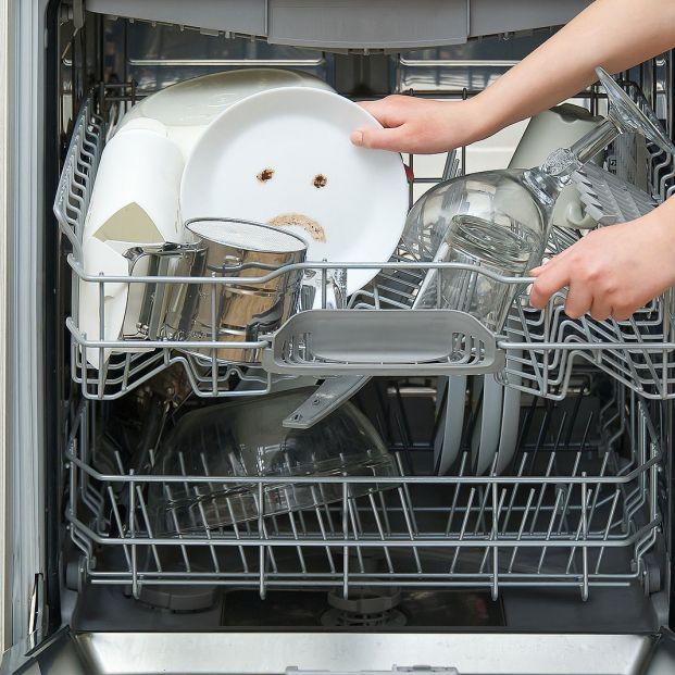 Los errores más habituales que cometes al usar el lavavajillas