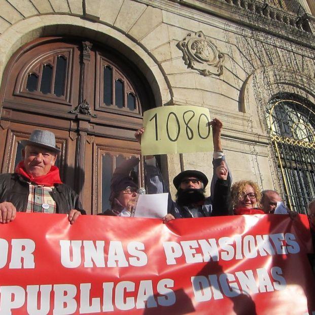 Los pensionistas cobrarán ya en enero la subida general del 0,9% y del 1,8% los no contributivos (Foto: Europa Press)